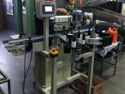 Máquina rotuladeira cola pvc
